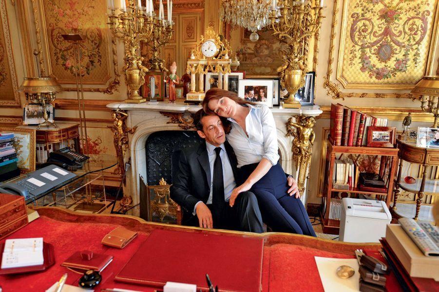 Elysée, mai 2008.Les jeunes mariés célèbrent le premier anniversaire du mandat de Nicolas Sarkozy.