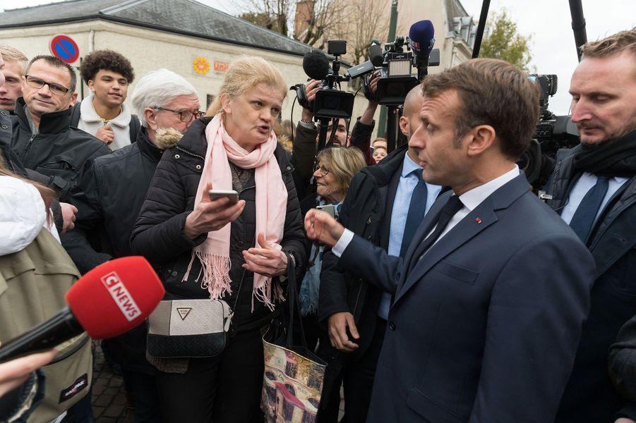 Bain de foule devant la mairie d'Epernay.