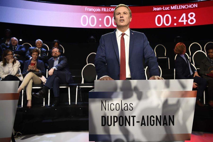 Nicolas Dupont-Aignan avant le débat.
