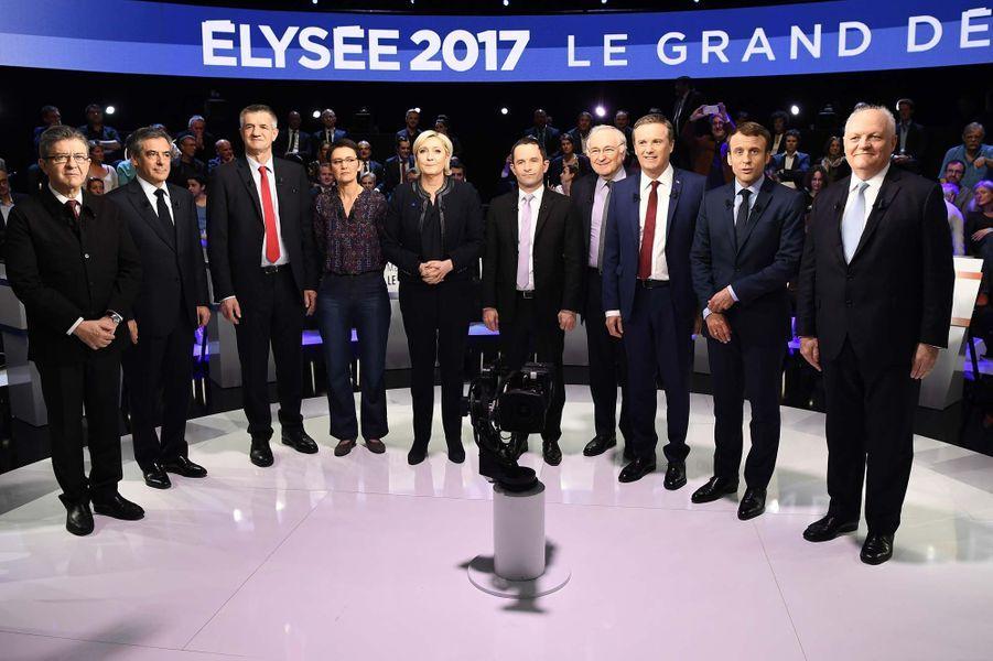 La photo des candidats avant le débat, à l'exception de Philippe Poutou.