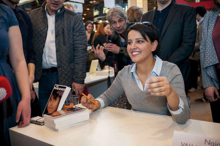 L'ex-ministre de l'Education nationale Najat Vallaud-Belkacem a publié son autobiographie, décroché un poste de directrice d'édition chez Fayard et travaille depuis février pour l'institut de sondage Ipsos.