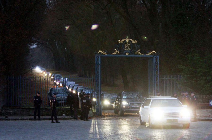 Le convoi de Mouammar Kadhafi quitte la forêt de Rambouillet, le 14 décembre, dernier jour de sa visite en France.