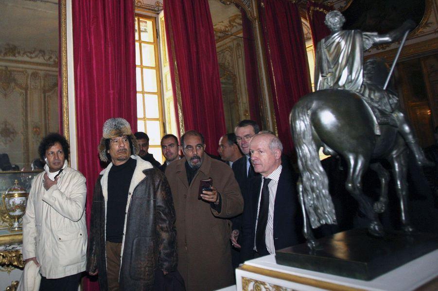 Mouammar Kadhafi visite le château de Versailles, le 14 décembre 2007.