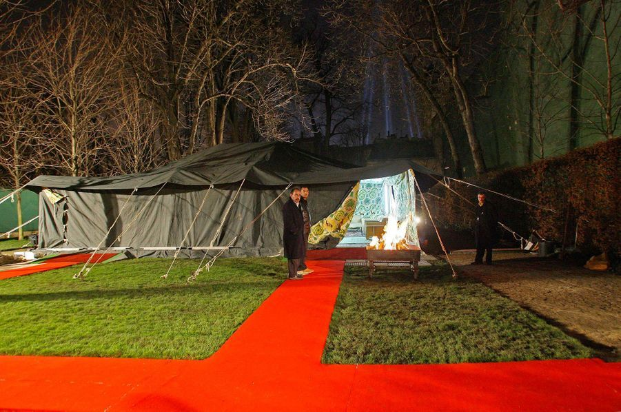 La tente de Mouammar Kadhafi dans les jardins de l'hôtel Marigny, au soir du 12 décembre 2007.