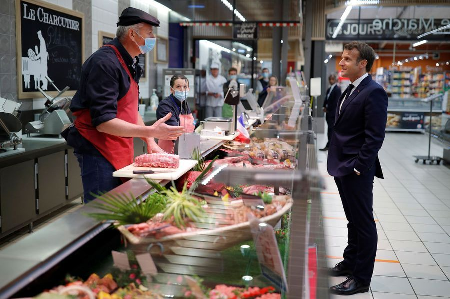 Emmanuel Macron a poursuivi son déplacement par la visite du magasin Super U de Saint-Pol-de-Léon.