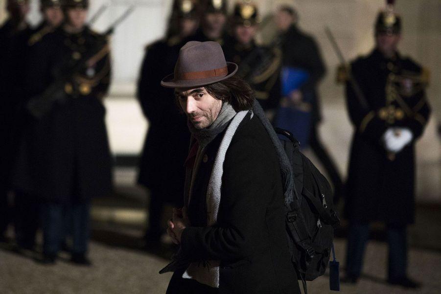 Cédric Villani arrive à l'Elysée.