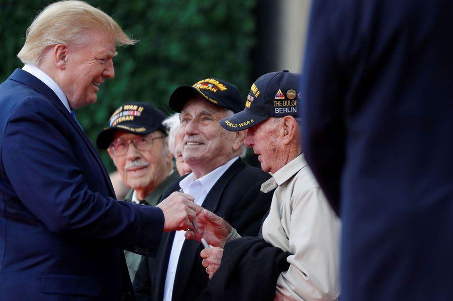 Donald et Melania Trump avec Emmanuel et Brigitte Macron pour célébrer le D-Day.