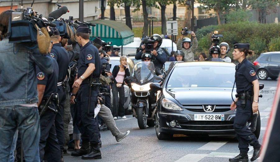 De nombreux journalistes guettaient l'arrivée de l'ex-directeur du FMI, au siège de la Brigade de répression de la délinquance aux personnes (BRDP).