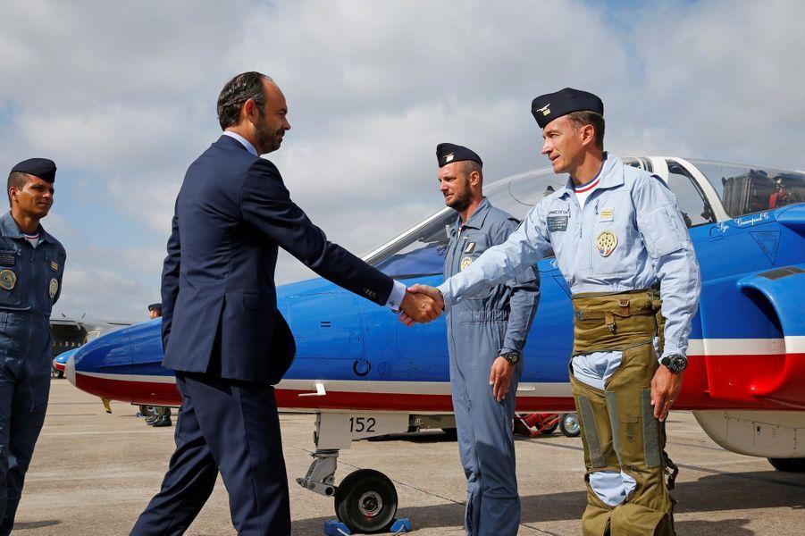 Rencontre avecle capitaine Hervé Aubert, leader solo de la patrouille de France.
