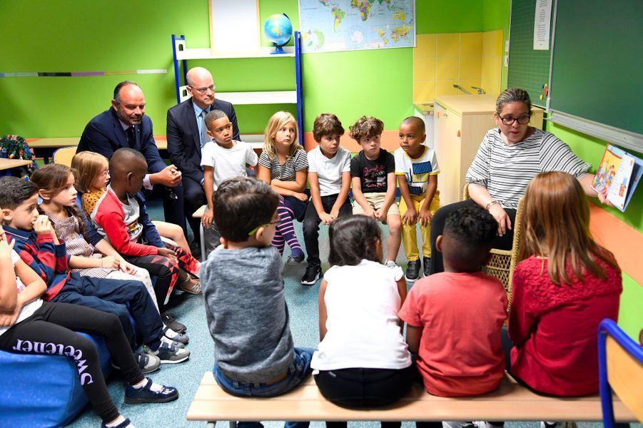 Edouard Philippe et Jean-Michel Blanquer dans une école de Clichy, lundi.