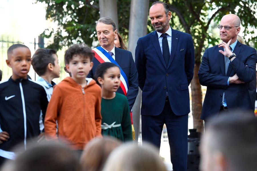 Rémi Muzeau, maire de Clichy, avec Edouard Philippe et Jean-Michel Blanquer, lundi.