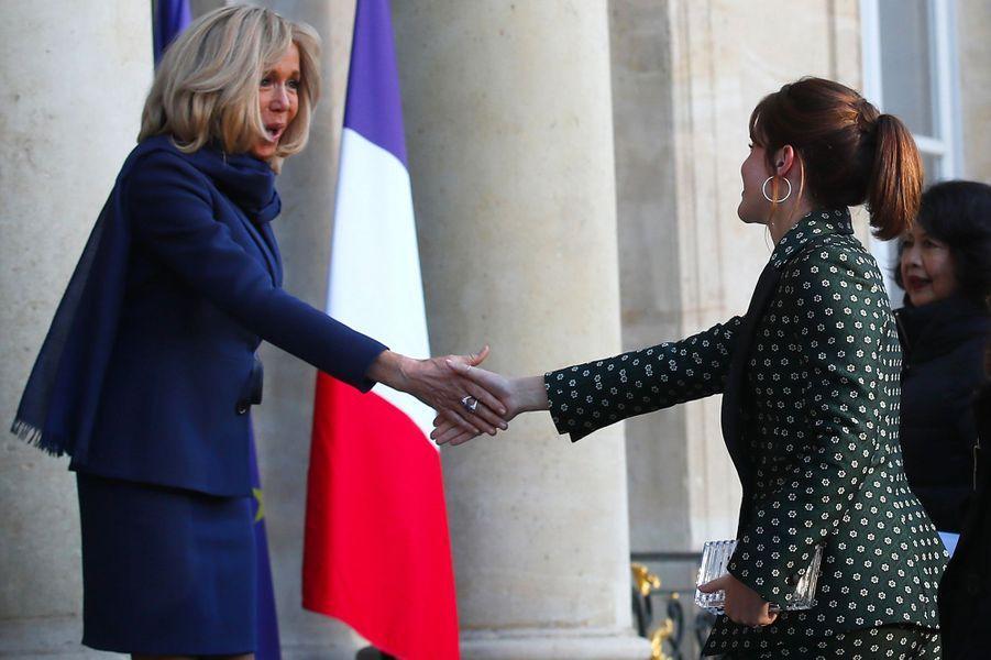 Brigitte Macron accueille Emma Watson.
