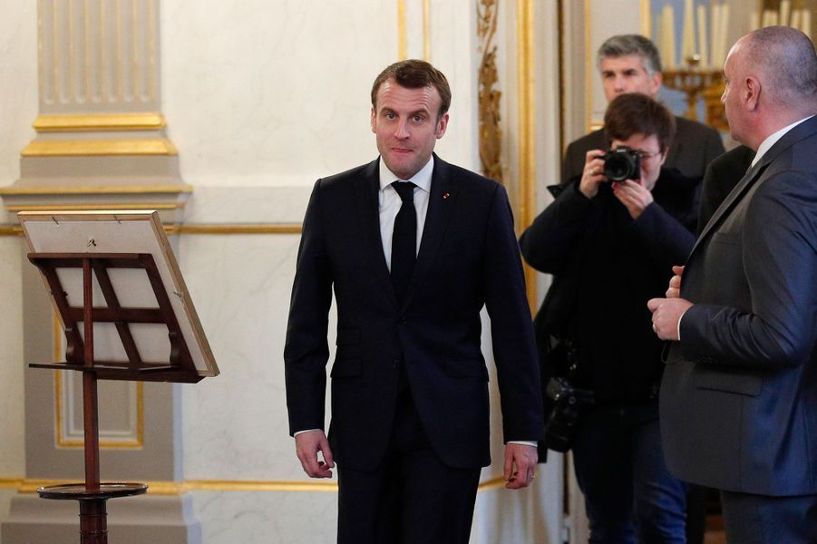 Emmanuel Macron arrive pour orchestrer leconseil consultatif pour l'égalité entre les femmes et les hommes, au palais de l'Elysée à Paris le 19 février 2019.