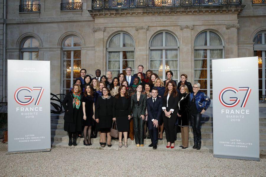 Photo de groupe des membres duconseil consultatif pour l'égalité entre les femmes et les hommes qui s'est dérouléau palais de l'Elysée à Paris le 19 février 2019.