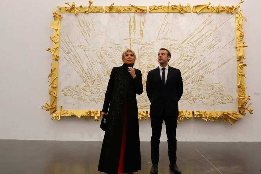 Emmanuel et Brigitte Macron à la galerie privée «Ullens Center for Contemporary Art» de Pékin.