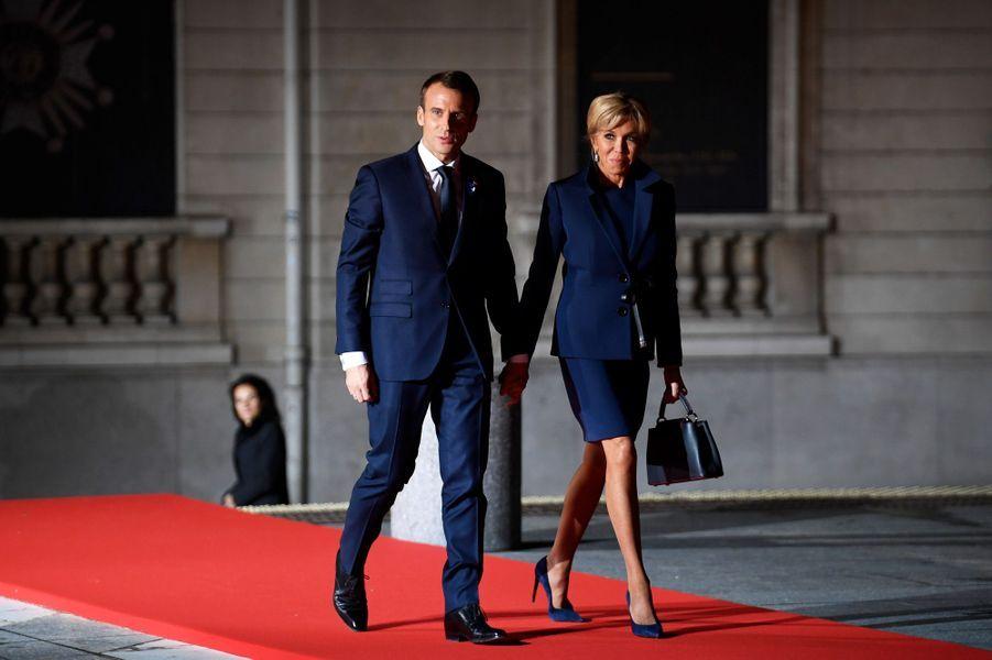 Dans le cadre des commémorations du 11-Novembre et avant la grande cérémonie de dimanche, Emmanuel et Brigitte Macron reçoivent de nombreux chefs d'Etat au musée d'Orsay dont Donald et Melania Trump.
