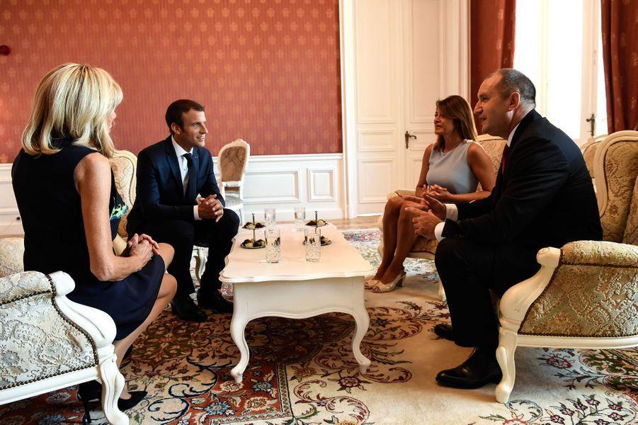 Entretien entre les deux couples présidentiels.