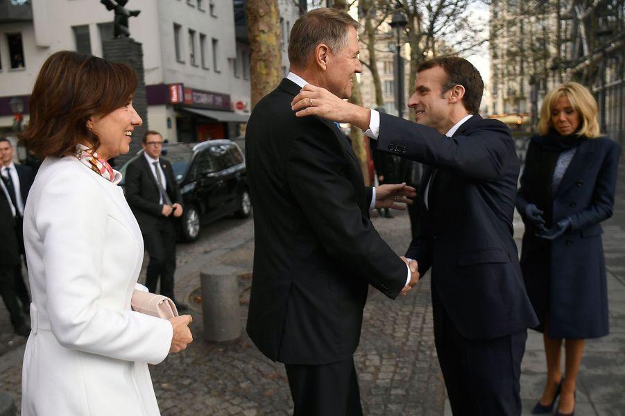 Emmanuel et Brigitte Macron accueillentle président roumain Klaus Werner Iohannis et son épouse Carmen Iohannis.