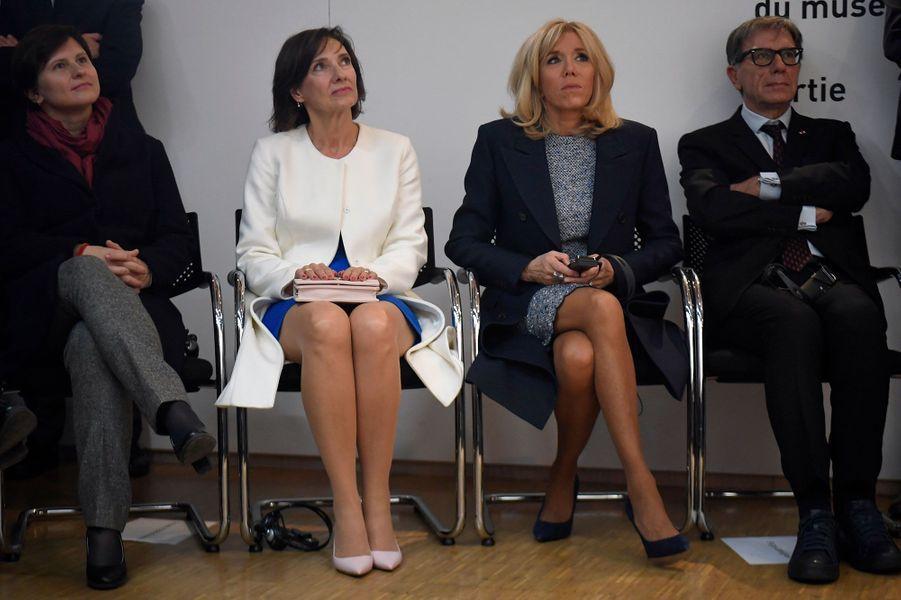 La ministre des Sports Roxana Maracineanu, CarmenIohannis et Brigitte Macron lors de la vicite au Centre Pompidou.