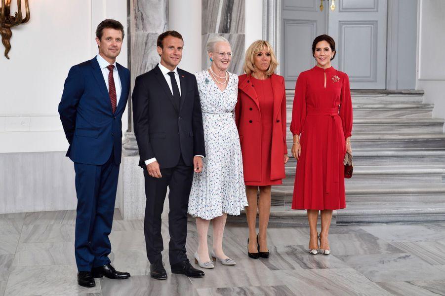 La reine Margrethe II aux côtés d'Emmanuel et Brigitte Macron et du prince héritier Fredrik de Danemark et son épouse Mary.