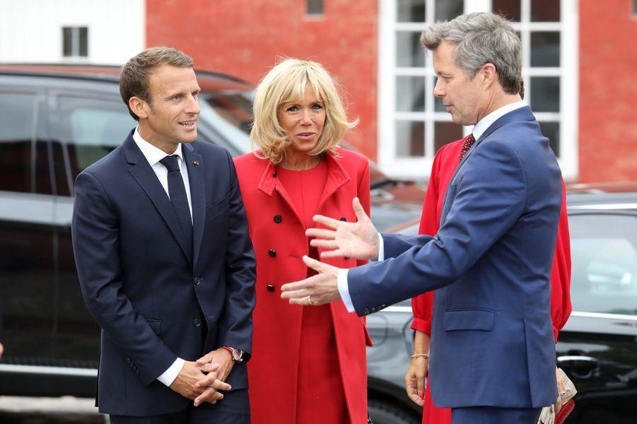 Emmanuel Macron et son épouse Brigitte se sont rendus à la Citadelle où ils ont été accueillis par le prince héritier Fredrik de Danemark et son épouse Mary.