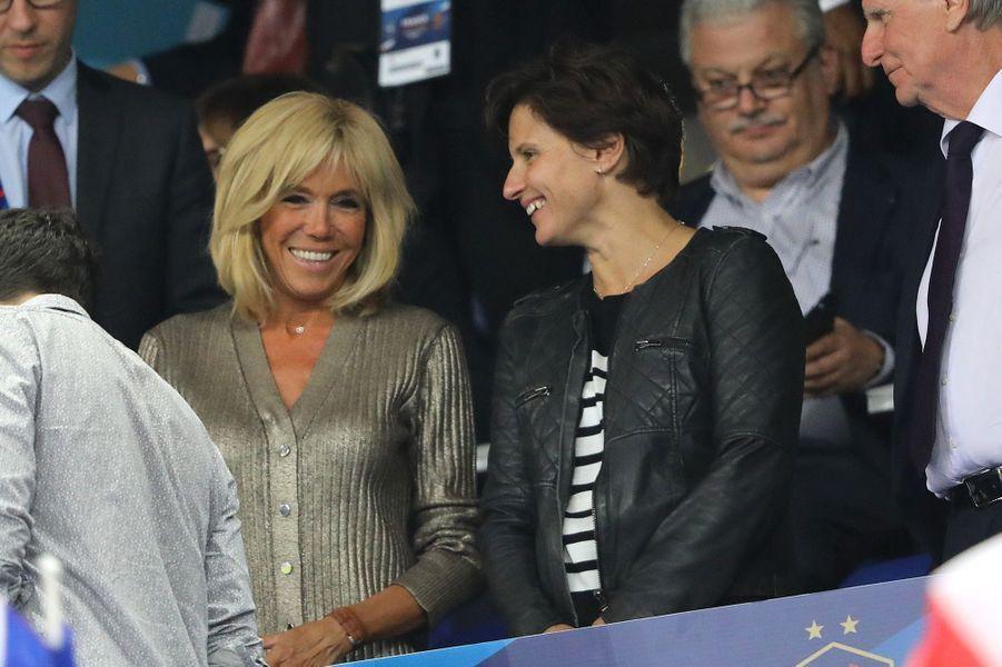 Brigitte Macron etRoxana Maracineanudimanche au stade de France.