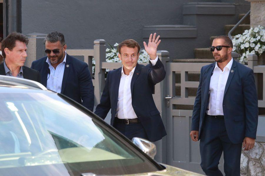 Emmanuel Macron quittant le Touquet, dimanche.