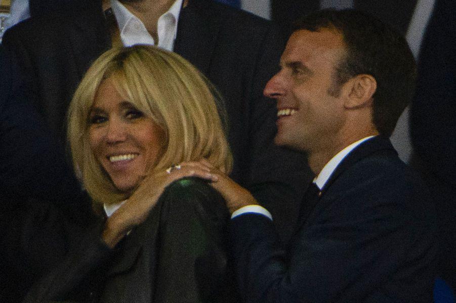 Emmanuel Macron et Brigitte Macron en tribune, samedi soir, pour la finale du top 14.