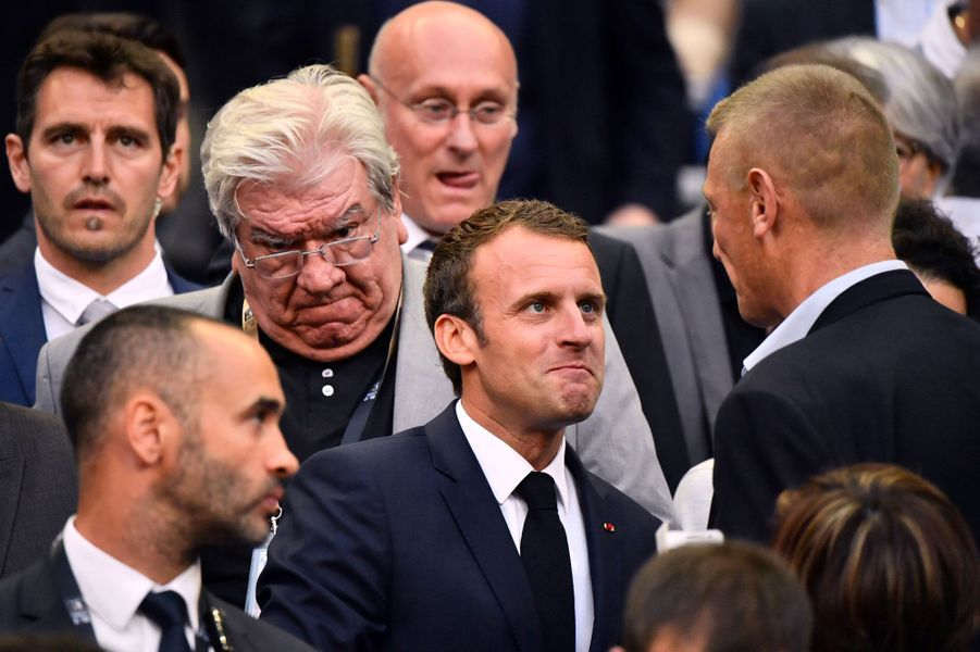 Le président aux côtés de Paul Goze (2e à gauche), patron de la Ligue nationale de rugby.