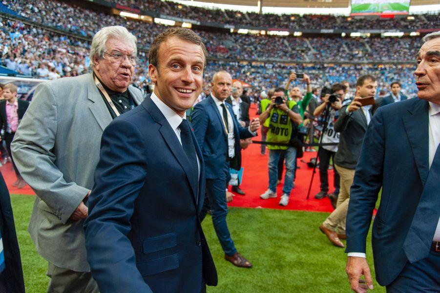 Emmanuel Macron sur le terrain pour la finale du Top 14, samedi.