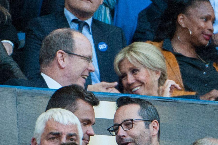 Le prince Albert II de Monaco et Brigitte Macron lors de la Finale du Top 14.