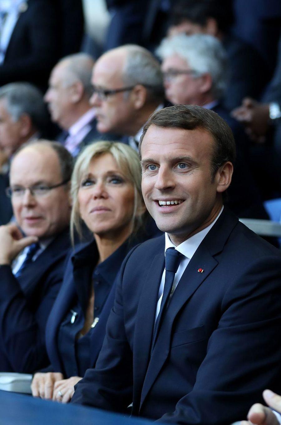 Le prince Albert II de Monaco, Brigitte Macron et Emmanuel Macron dimanche soir au Stade de France pour la finale du Top 14 entre Clermont et Toulon.