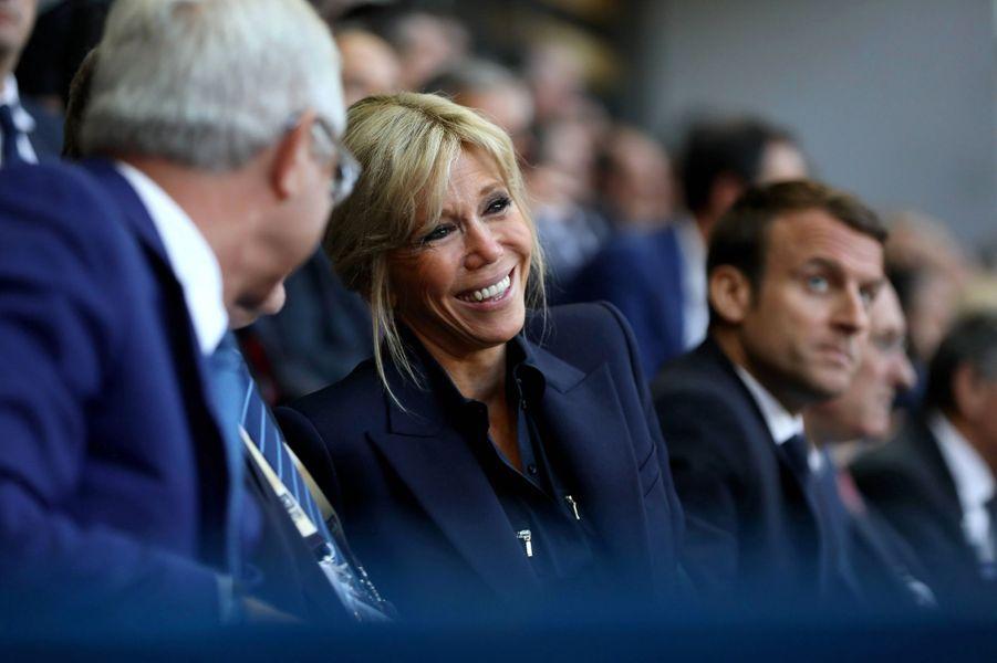 Claude Bartolone et Brigitte Macron dimanche au Stade de France pour la finale du Top 14 entre Clermont et Toulon.