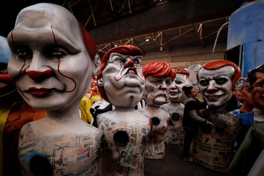En clown également Angela Merkel, Emmanuel Macron, Vladimir Poutine.