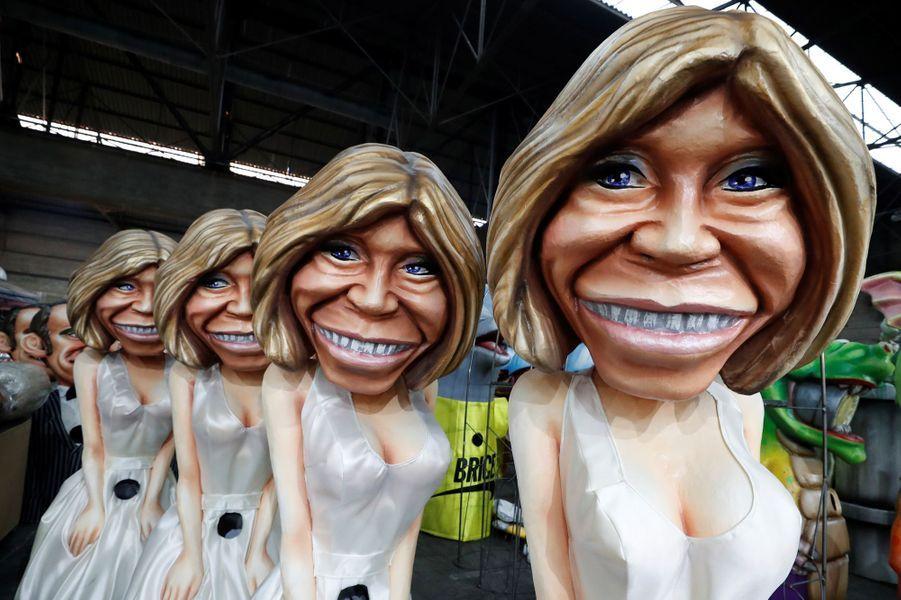 Des grosses têtes à l'effigie de Brigitte Macron.