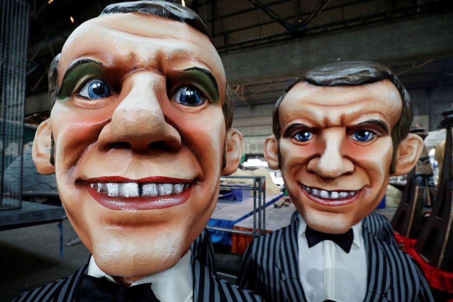 Des grosses têtes à l'effigie d'Emmanuel Macron.