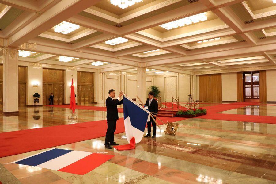 Préparatifs pour la rencontre à Pékin entre Emmanuel Macron et Li Keqiang, Premier ministre chinois.