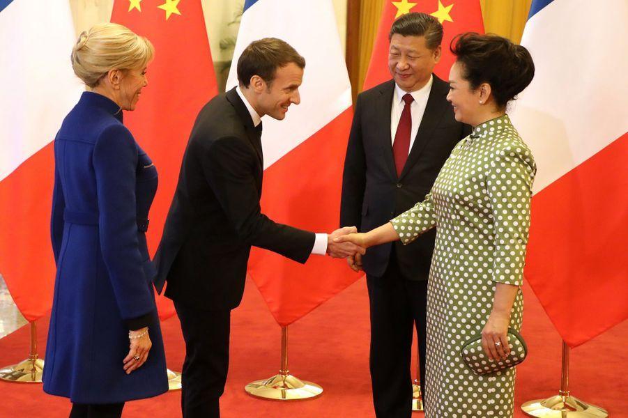 Emmanuel et Brigitte Macron rencontrent Xi Jinping et son épouse Peng Liyuan auPalais de l'Assemblée du Peuple.