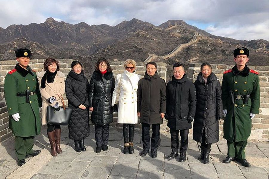 Brigitte Macron sur la Grande Muraille de Chine.