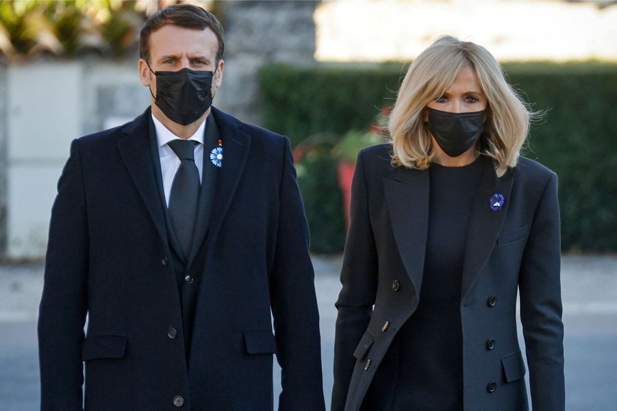 Emmanuel et Brigitte Macronlundi à Colombey-les-deux-Eglises.