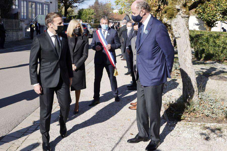 Emmanuel et Brigitte Macron avec Yves de Gaulle.