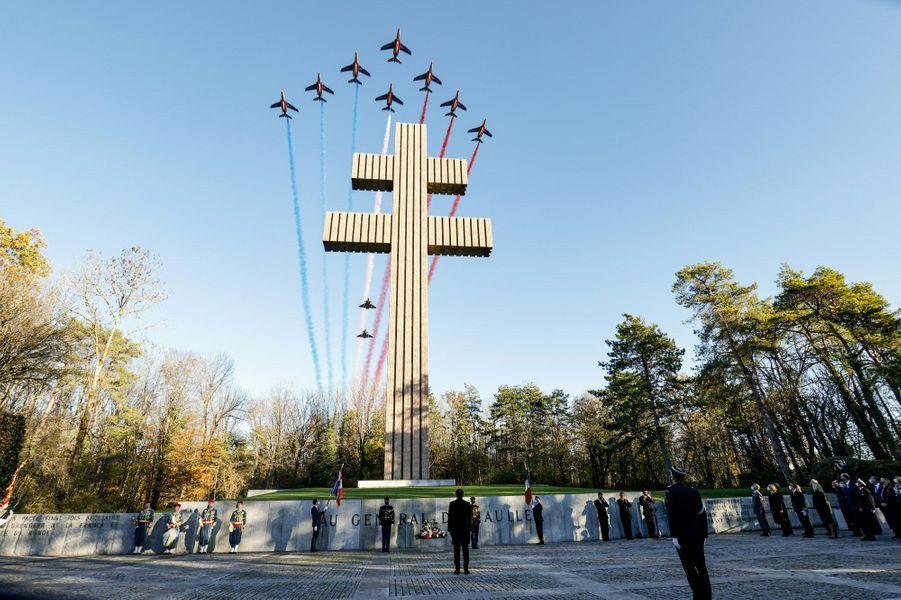 La patrouille de France passe au dessus de l'immense Croix de Lorraine pour le 50 ans de la mort du général de Gaulle.