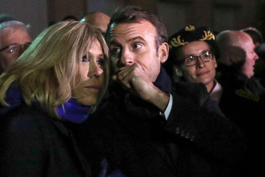 Emmanuel et Brigitte Macronjeudi soir devant la cathédrale Notre-Dame d'Amiens à l'avant-premièredu spectacle son et lumière.