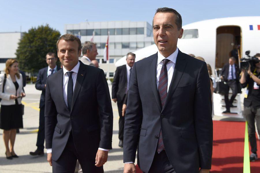 Emmanuel Macron et Christian Kern à l'aéroport de Salzbourg.