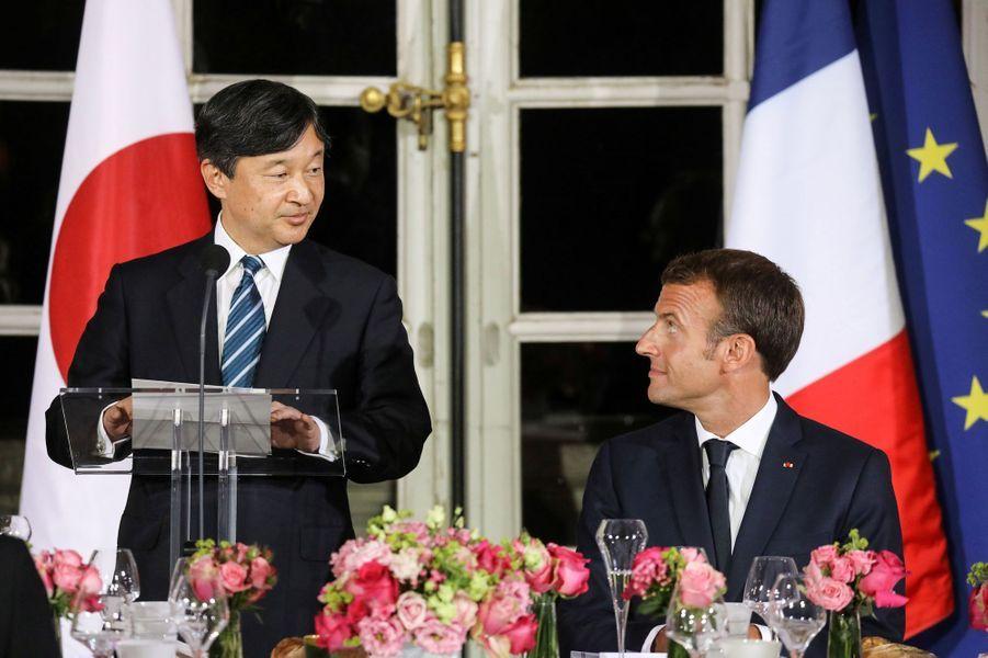 Le prince héritier du JaponNaruhito était à Paris mercredi. Reçu au château de Versailles, il a assisté à un spectacle de théâtre Nô avant un diner officiel.
