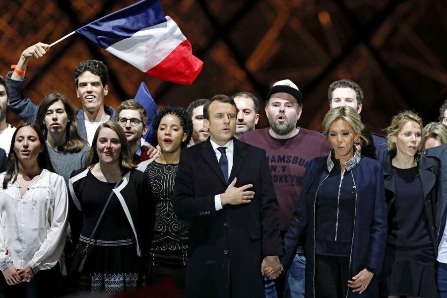 Emmanuel Macron et son épouse Brigitte. A leurs côtés Tiphaine Auzière.