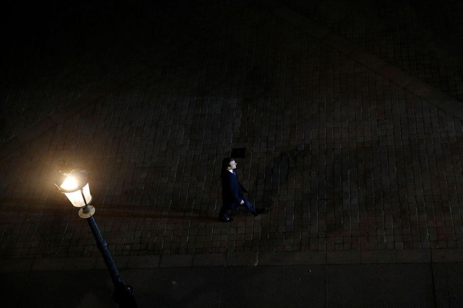 Emmanuel Macron à son arrivéedans la cour du Louvre.