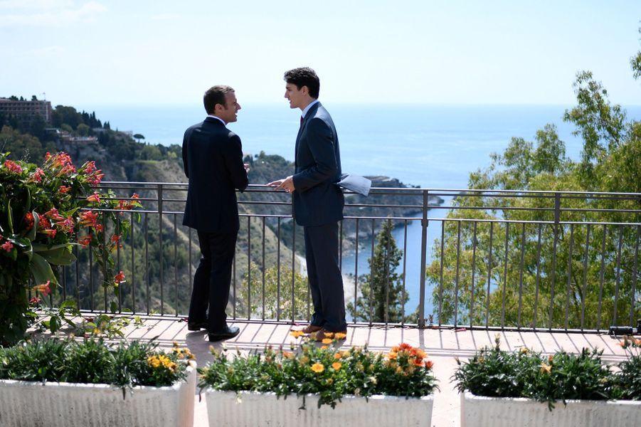 Entretien entre Emmanuel Macron et Justin Trudeau, en marge du G7 à Taormine.