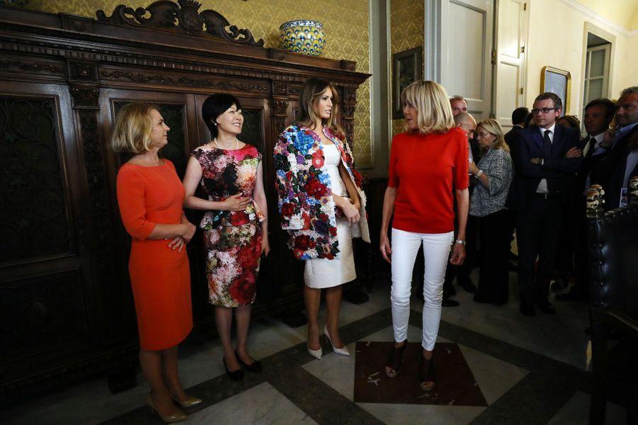 Les conjoints des chefs d'États du G7, parmi lesquels Melania Trump et Brigitte Macron, sont en visite à Catane en Sicile.