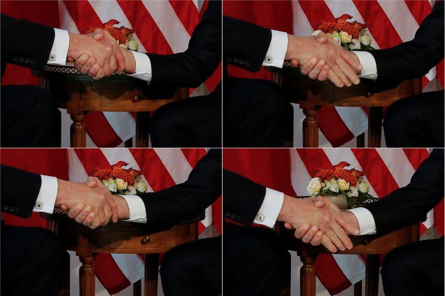 La fameuse poignée de mains entre Donald Trump et Emmanuel Macron.